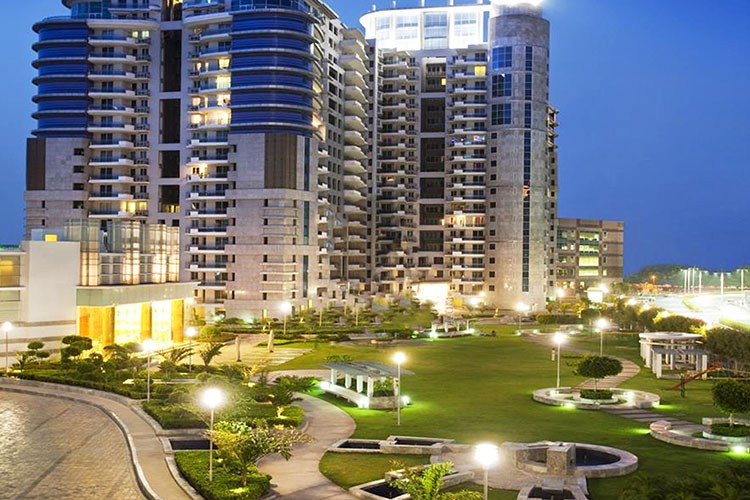 4 BHK Service Apartments in DLF Pinnacle
