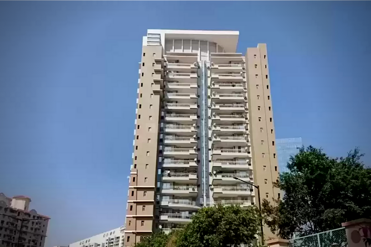 4 BHK Apartment in DLF Royalton Tower