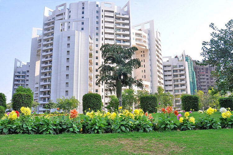 4 BHK Service Apartment in Parsvnath Exotica